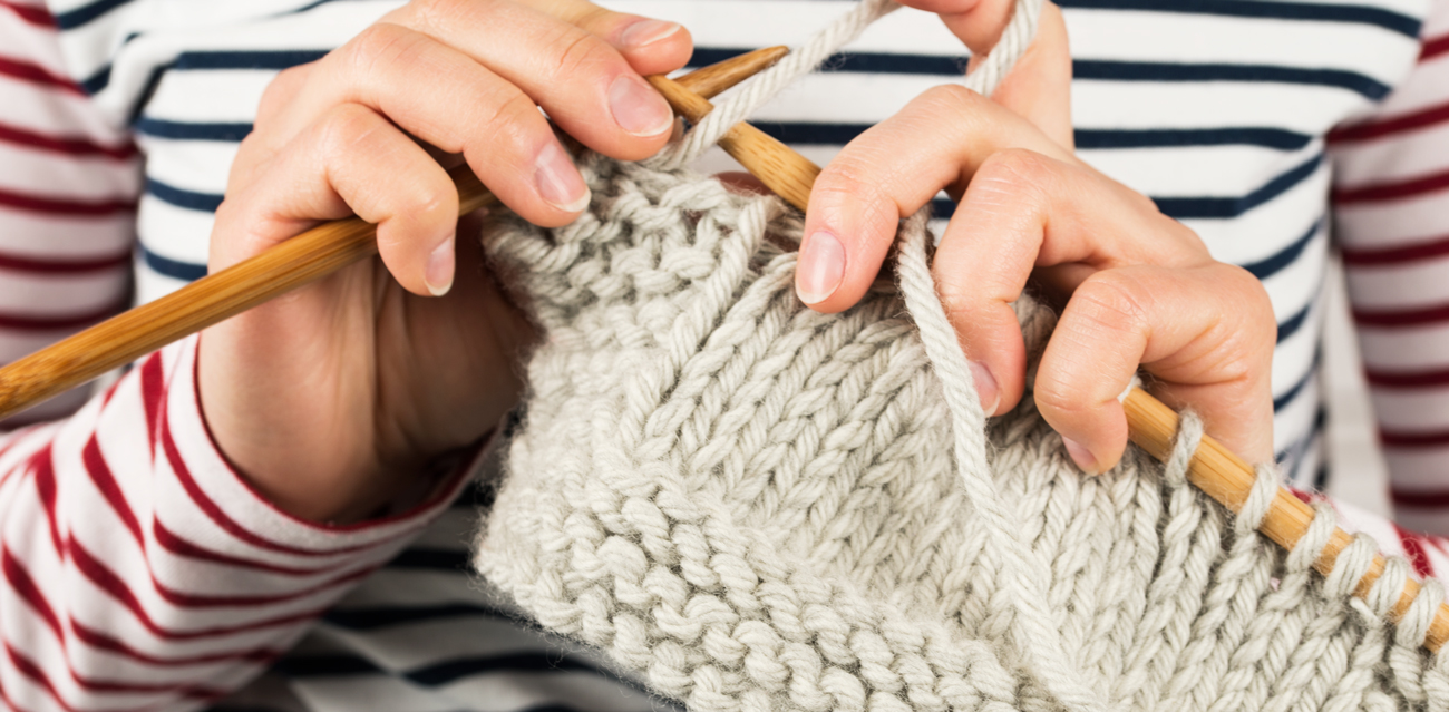 hands knitting